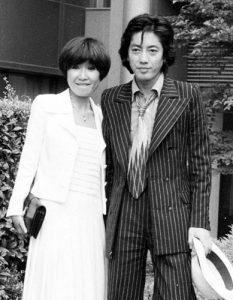 しかし、それは道ならぬ恋でした。沢田研二さんは当時、双子デュオ「ザ・ピーナッツ」の姉である伊藤エミさんと結婚しており、息子も生まれていました。